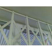 Металлические раздвижные оконные решетки фотография