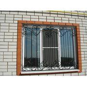 Кованая оконная решетка 9 фото