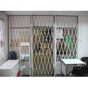 Решетки раздвижные на двери фото