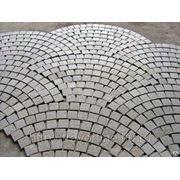 Тротуарная плитка из камня (травертин, мрамор, оникс, гранит и др.) фото