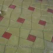 """Тротуарная плитка """"Трапеция""""жёлтая(с цветн.вставкой) 3см. фото"""