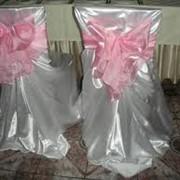 Аренда белых чехлов с бантами на стулья свадебных фото
