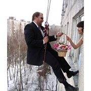 Сюрприз-поздравления, доставка цветов и подарков фото