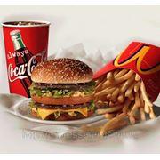 Доставка фаст-фуда из ресторанов быстрого питания Макдоналдс фото