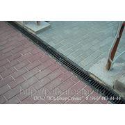 Лоток пластиковый DN100 с чугунной решеткой (монтаж) фото