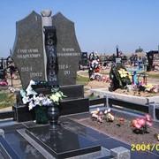 Мемориальный комплекс двойной с вазой фото