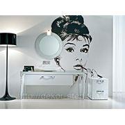 """Интерьерная наклейка на стену """"Одри Хепберн"""" фото"""