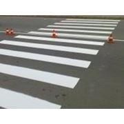 Нанесение дорожной разметки краской фото