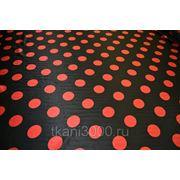 Атлас принт черный в оранжевый горох фото