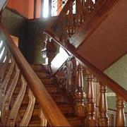 Винтовые, прямые маршевые, с поворотом на 270, 180, 90 градусов, лестница по бетону фото