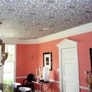 Оклейка потолка обоями фото