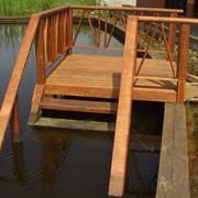 Лестницы деревянные,для спуска в воду фото