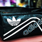 Спортивная наплечная сумка ADIDAS маленькая 38х20х20 см черная фото