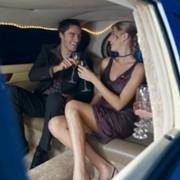 Романтическое свидание в лимузине фото