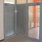 Алюминиевые офисные перегородки с применением алюминиевых профилей фото