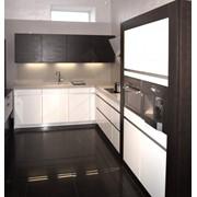 Кухня Leicht модель Avance-FG, лак белый глянцевый, шпон дуба, тонированный под венге фото