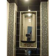 Монтаж водонагревателя, инсталяции с декорацией из мозаики и кафеля фото