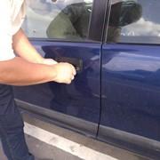 Вскрытие дверей авто фото