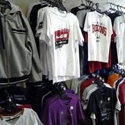 Распродажа спортивной одежды и обуви фото