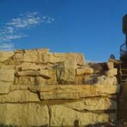 Водопад, искуственная имитация скальных пород фото