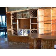 Шкаф встроенный с полками декорироваными кожей и встроеной винотекой 3000*2400*500 фото