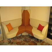 Мебель по индивидуальным размерам. Угловой диван в ресторане. фото