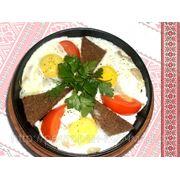 Яечня оката з потапцями та смальцем — Яичница глазунья с помидорами салом и гренками фото