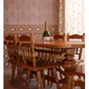 Столы и стулья для гостиных столовых баров и ресторанов. фото