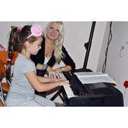 Эстрадный вокал, обучение игре на фортепиано и гитаре фото