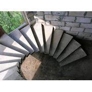 Строительство индивидуальных монолитных лестниц фото