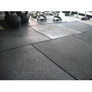 Резиновый пол для спортивного или тренажерного зала фото