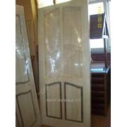 Двери из натурального дерева, бежевые фото