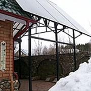 Навесы арочного типа и навесы с прямой крышей одно и двухскатные. фото