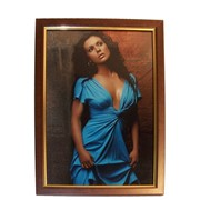 Деревянная рамка 10х15 фотоальт модель sc 015-01 из коричневого дерева с золотой полосой фото