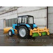Трактор Беларус-82 с щеткой и отвалом фото