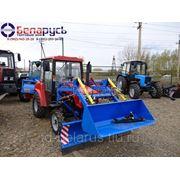 трактор мтз беларус 320 с фронтальным погрузчиком, коммунальным отвалом и щеткой фото