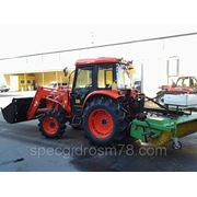 Коммунальный трактор KIOTI DK 551С с челюстным ковшом и щеткой V2000 SKM фото