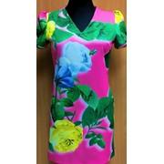 Платье розового цвета с цветочным принтом фото