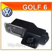 Штатная камера заднего хода VW Golf 6 фото