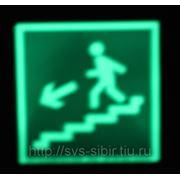 """Знак """"Направление к эвакуационному выходу по лестнице вниз"""" фото"""