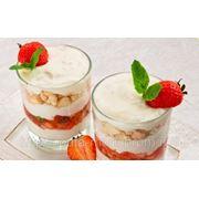 Десерт со сливками и печеньем фото