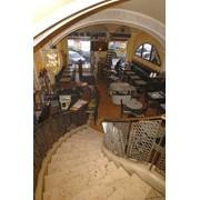 Гранит, облицовка в интерьере кафе фото