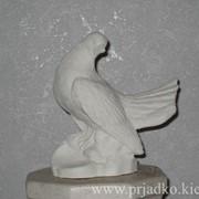 Скульптура голубя. Высота = 22 cm фото