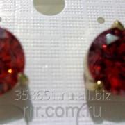 Классические серьги гвоздики с красными камнями .1290 фото