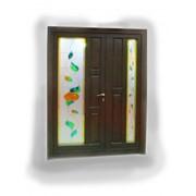Двери распашные со вставками из цветного стекла фото