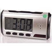 Часы с камерой, датчиком движения и пультом ДУ фото