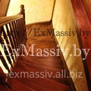 Деревянная лестница из массива сосны на второй этаж в Минске. фото