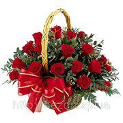 Корзина красных роз фото