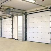 Противопожарные подъемно-секционные ворота с калиткой фото