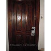 Размещение хенгеров на дверных ручках квартир в спальных районах. фото